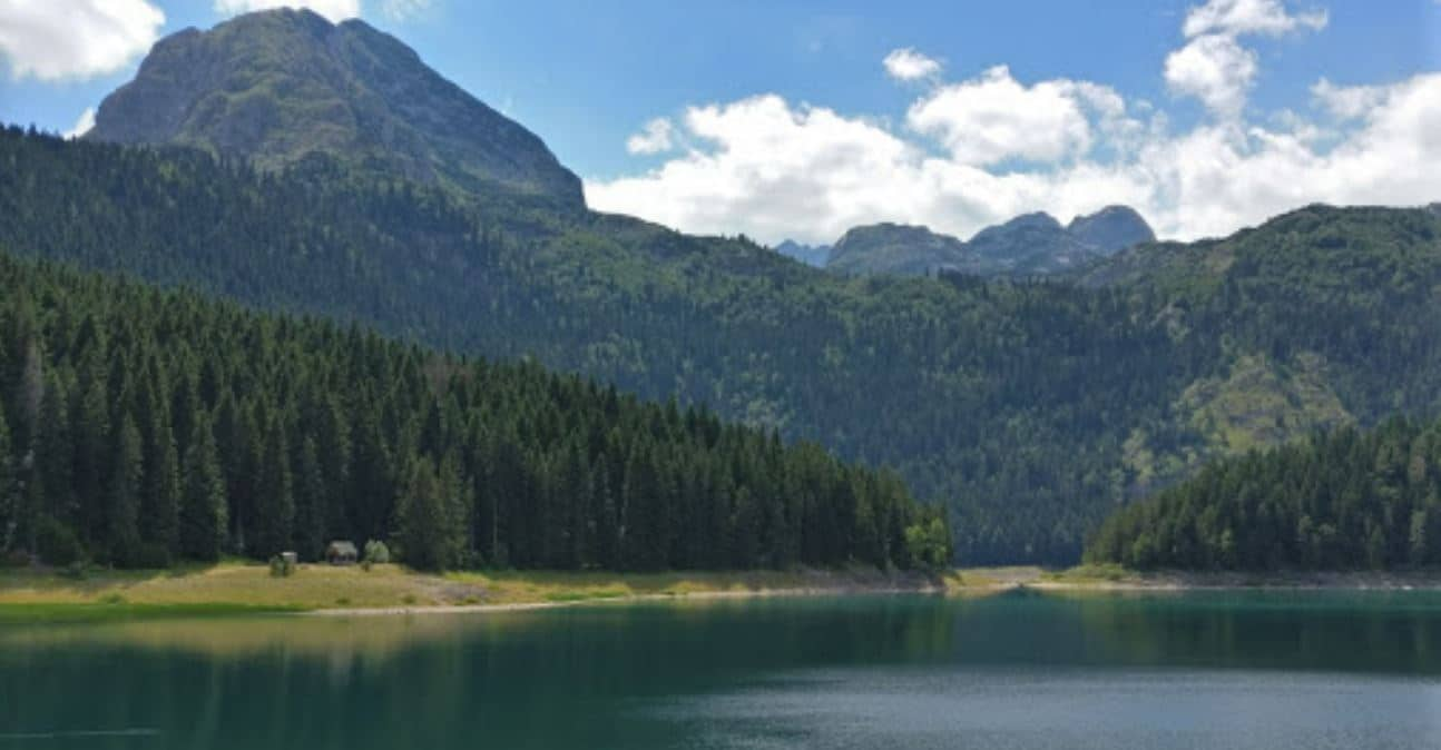 Lago negro de Durmitor