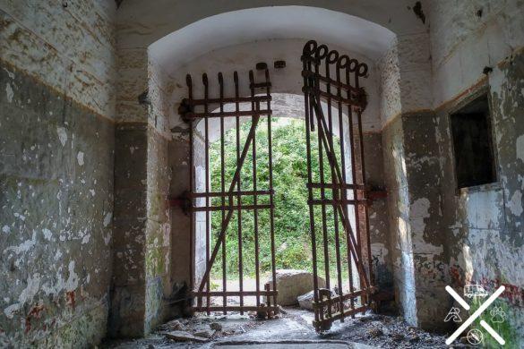 Puerta del Búnker de Kotor
