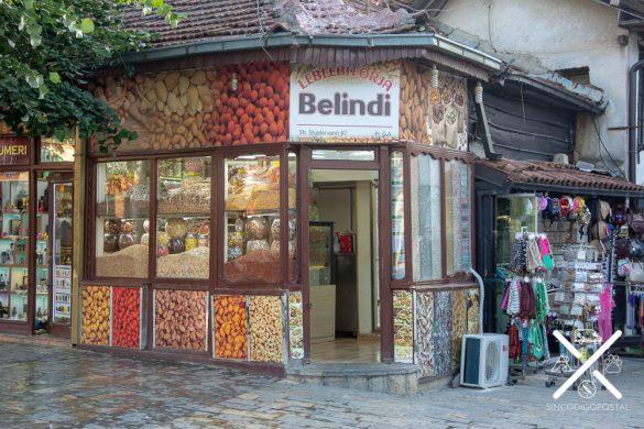 Típica tienda que vende surtido de frutos secos