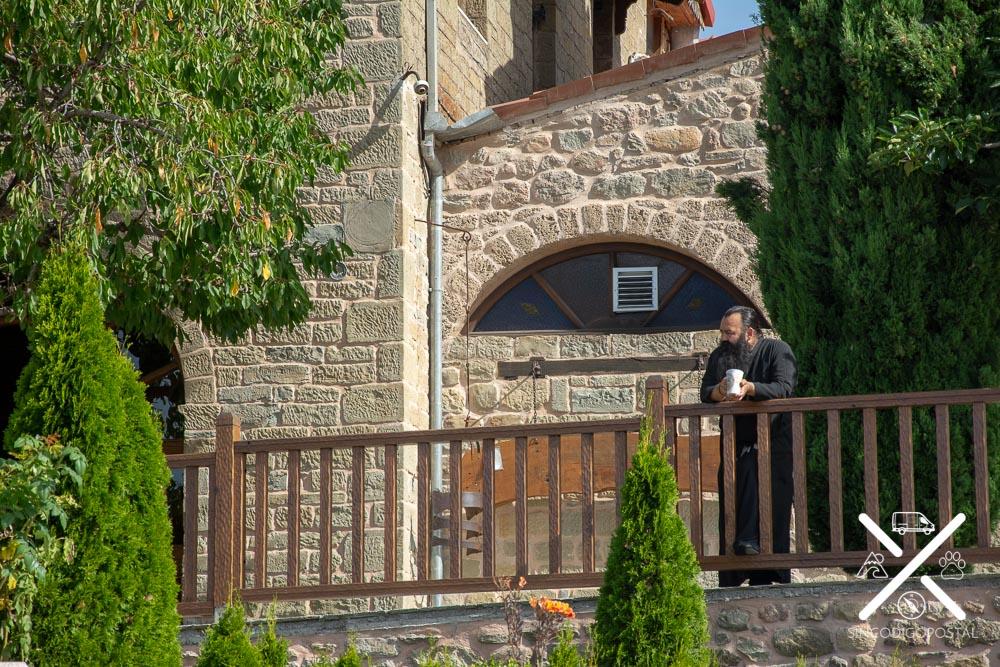 Monje en un convento