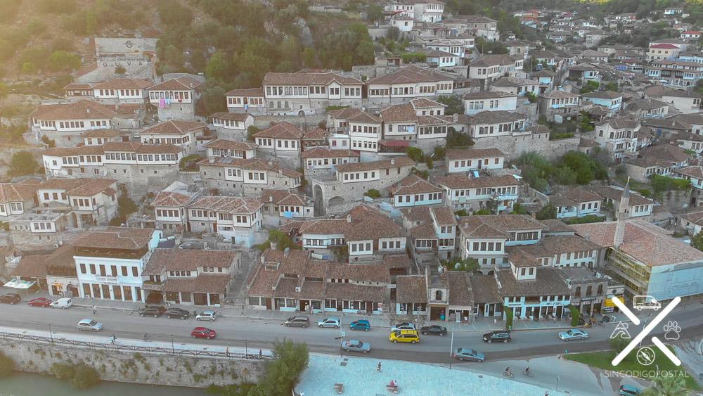 Construcciones de casas otomanas que crean la ilusión con sus ventanas de los mil ojos