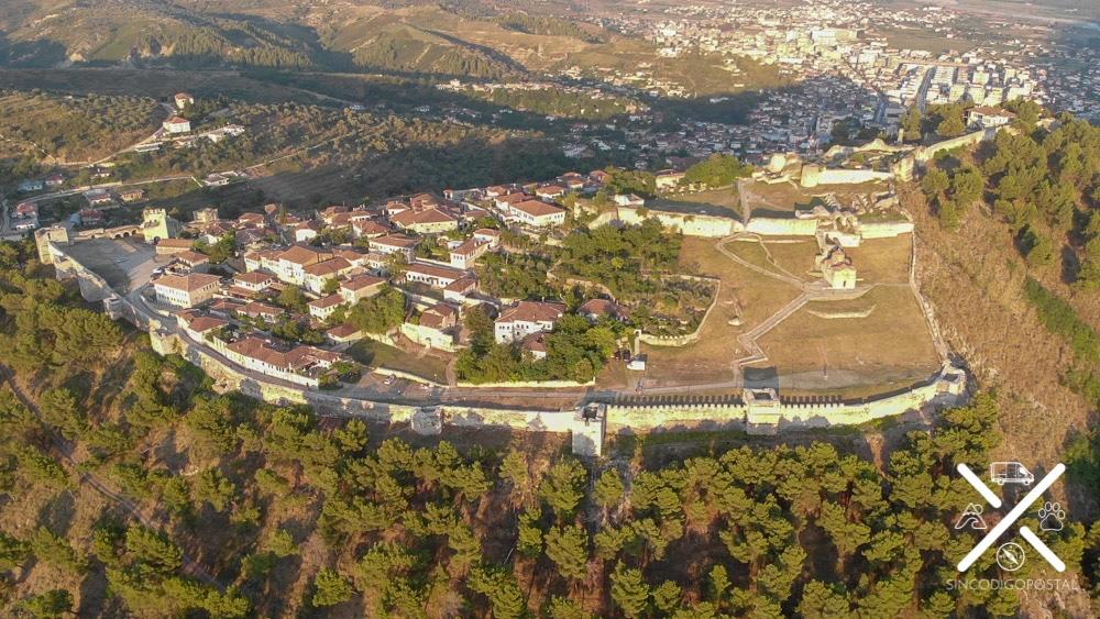 El Castillo de Berat y el pueblo que esconde dentro de murallas