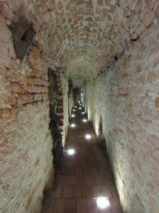 Pequeño trozo de túnel dentro de museo