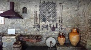 Piezas dentro del museo de Berat
