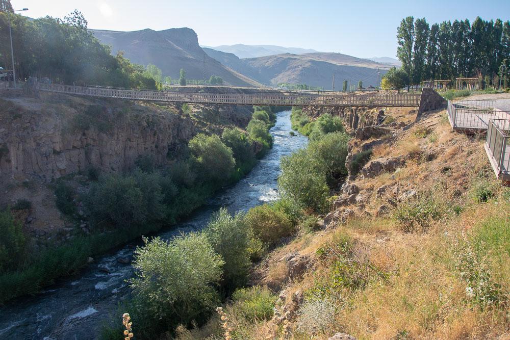 Puente de la cascada de Muradiye