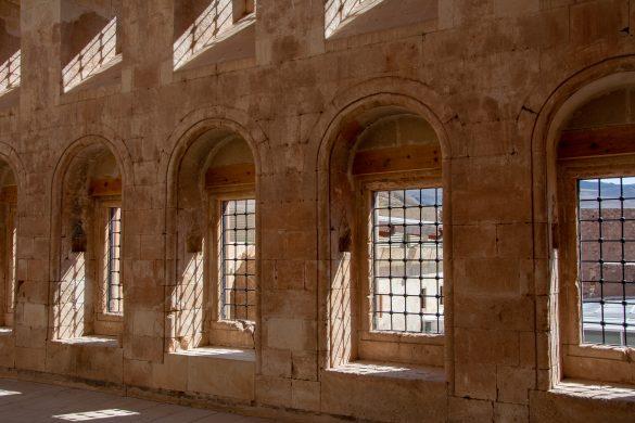 Ventanales que llenan del luz Palacio de Ishak Pachá