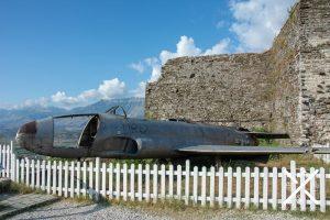 Avión dentro del Castillo de Gjirokastra