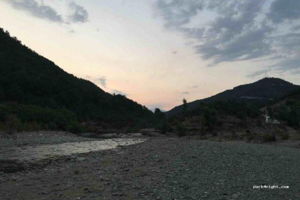 Playa de piedra blanca en el Cañón de Osumi