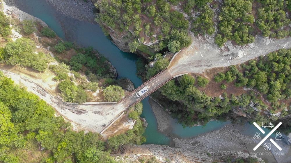 Puente de madera del Cañón Osumi
