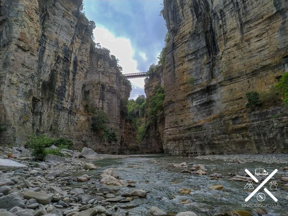 Puente de madera desde la parte baja del Valle Osumi
