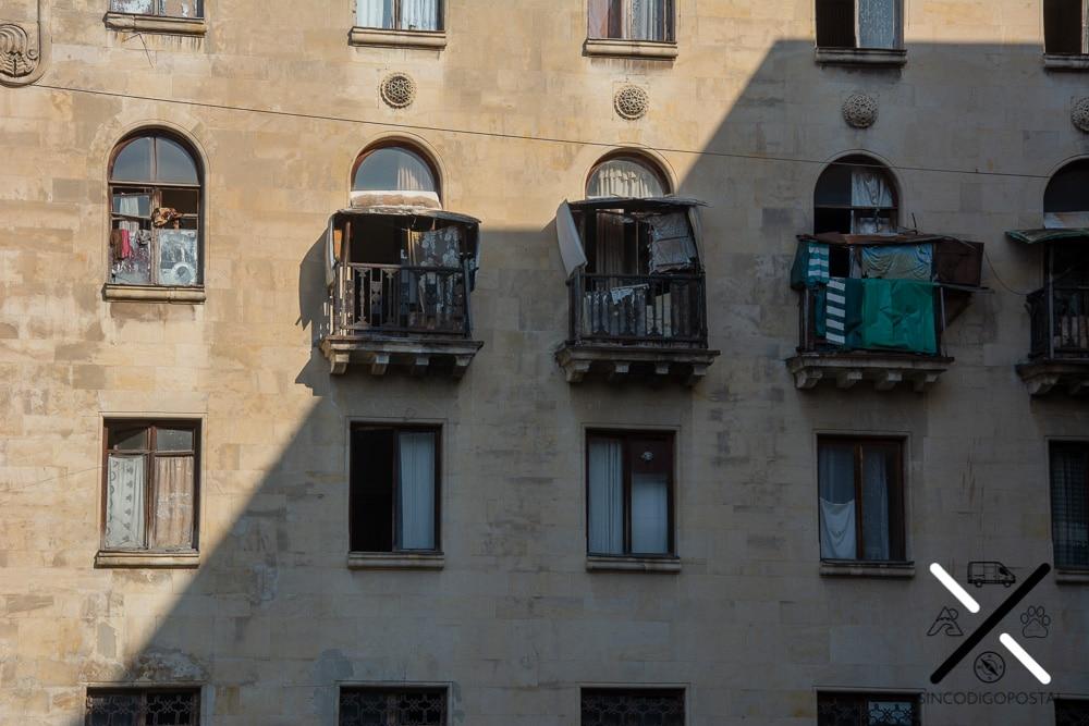 Ventanas de pisos ocupados del Hotel Russia