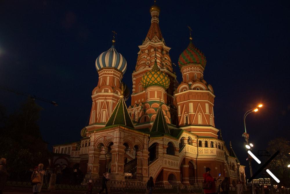 Catedral de San Basilio por la noche, en la Plaza Roja
