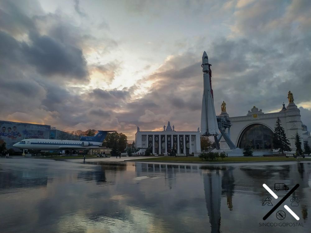 En el Parque VDNH puedes encontrar un montó de estatuas, maquetas, fachadas impresionantes de grandes edificios...