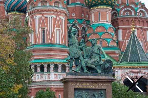 Estatua enfrente de la Catedral de San Basilio