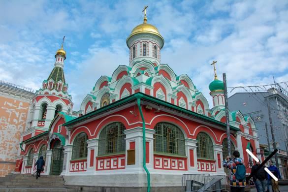 La Catedral del Kazán, preciosa por sus colores y de entrada gratuita