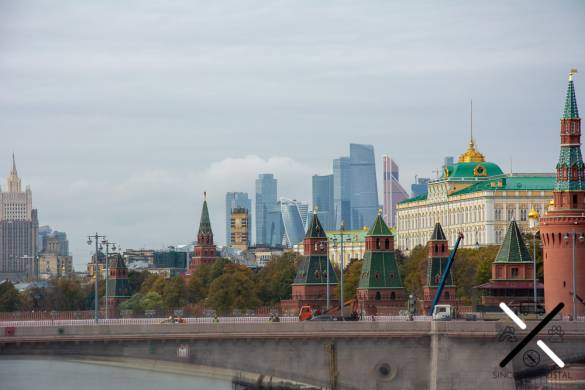 Vistas del lado derecho del mirador, con Moscow City y el Edificio de Relaciones Exteriores