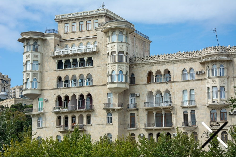 Impresionantes las fachadas de los edificios de Bakú