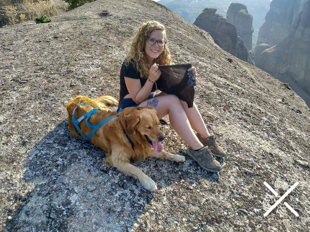 Intentado dar sombra a Cuzco al culminar una ruta en lo más alto de un meteoro en Grecia