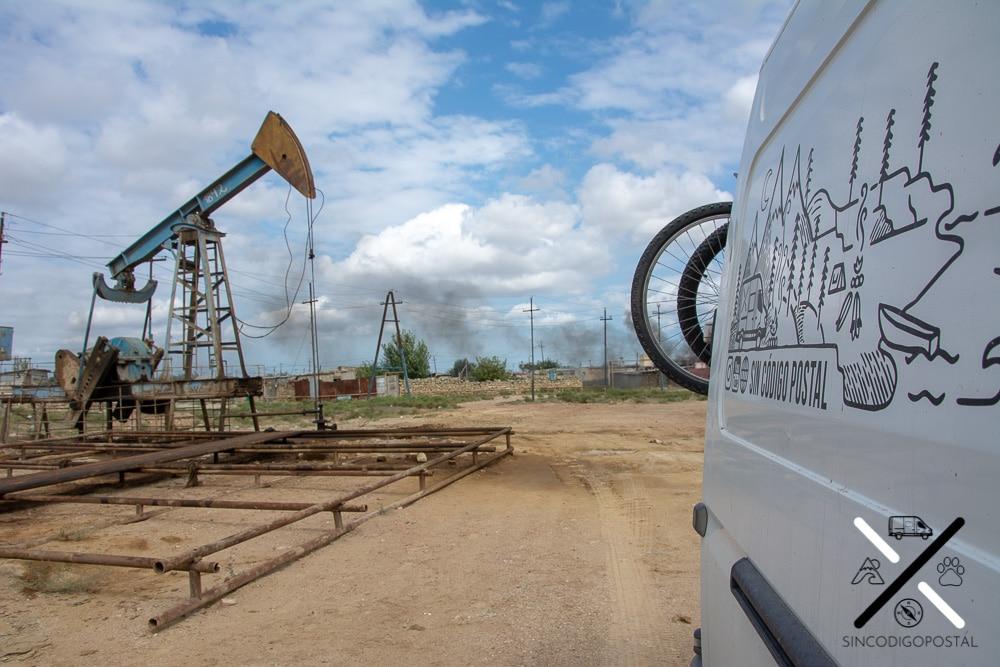 Pozos petrolíferos cerca de la ciudad de Bakú