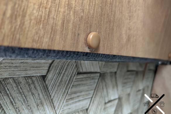 Cubre tornillos que simula el color de la madera