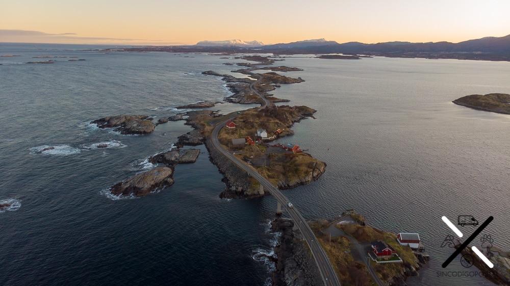 Estructuras de carreteras y puentes alucinantes en Noruega