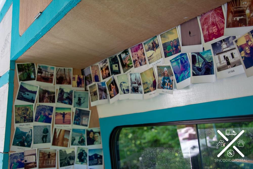 Nuestro rincón más personalizado, el salón cubierto de fotos