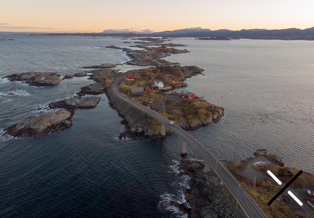 Nosotros circulando solos por carreteras Noruegas
