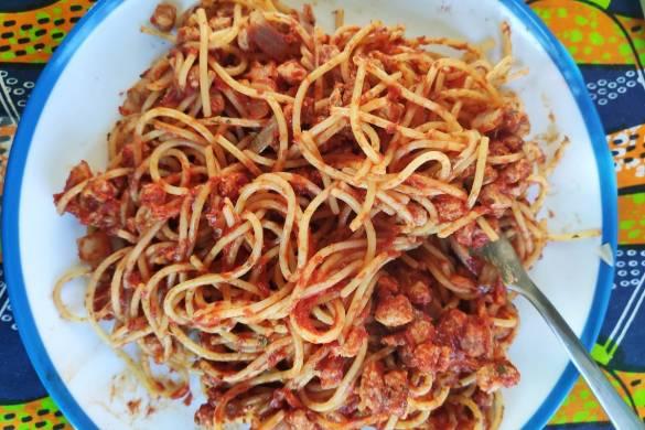 Espaguetis boloñesa vegano con soja texturizada