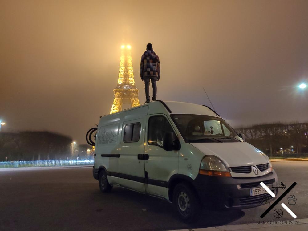 Sin tenerlo planeado, nos desviamos para ver la torre Eiffel en nuestro paso por Francia