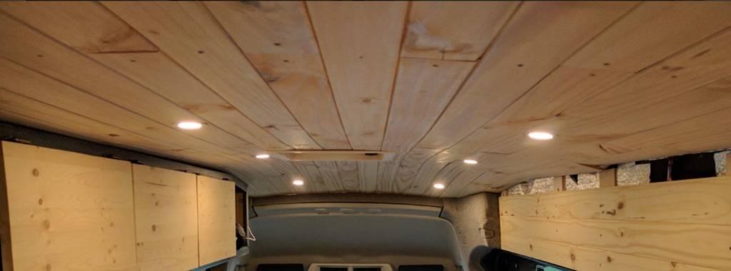 Panelado del techo con friso de Pino