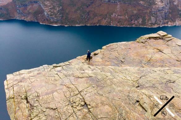 Nosotros solos en el Preikestolen (Noruega)