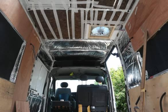 Nuestra furgo en proceso de panelado