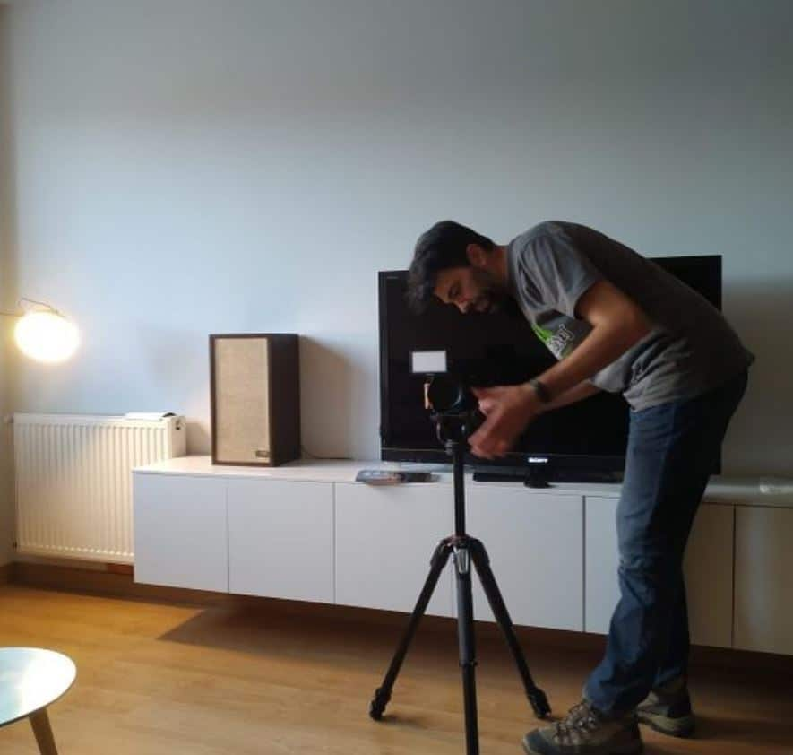 Antonio preparando una de sus entrevistas a viajeros. Camper Ruteros