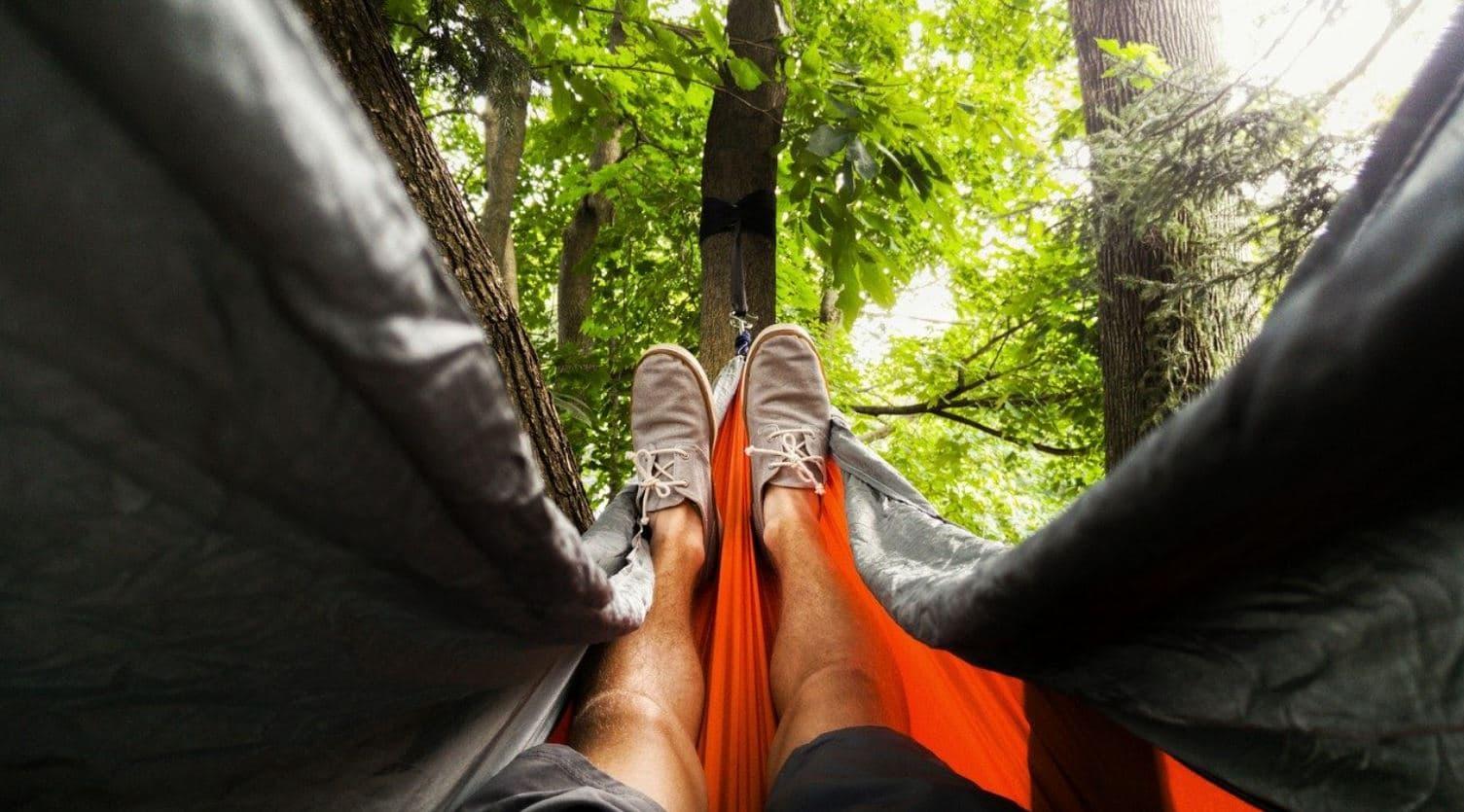Dormir al aire libre y fresco con una hamaca