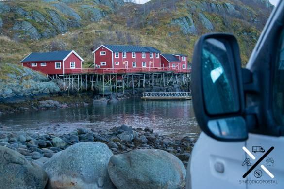 Casas rojas pesqueras y con muelle para los barcos