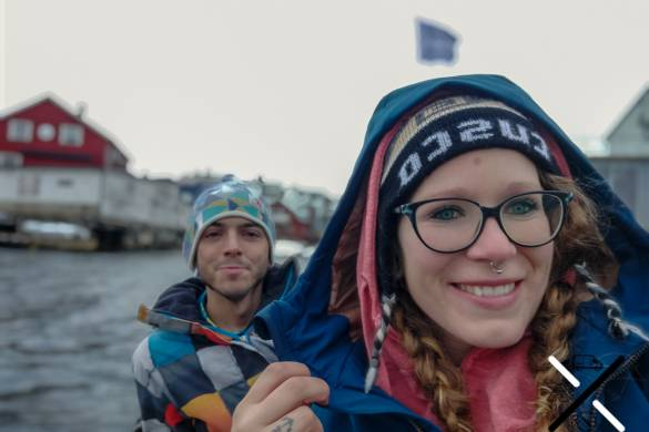 En kayak en invierno en Noruega pero bien abrigados