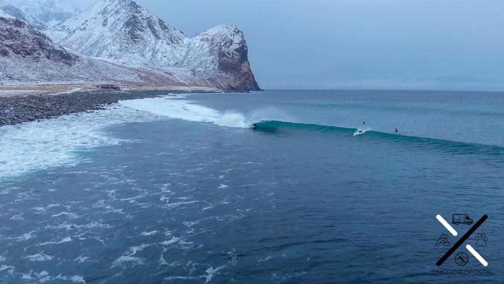 Surfistas en Unstad Beach