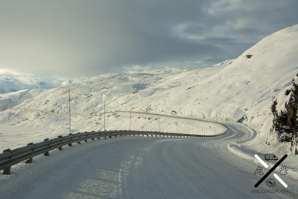 Carretera de Dalsnibba en invierno