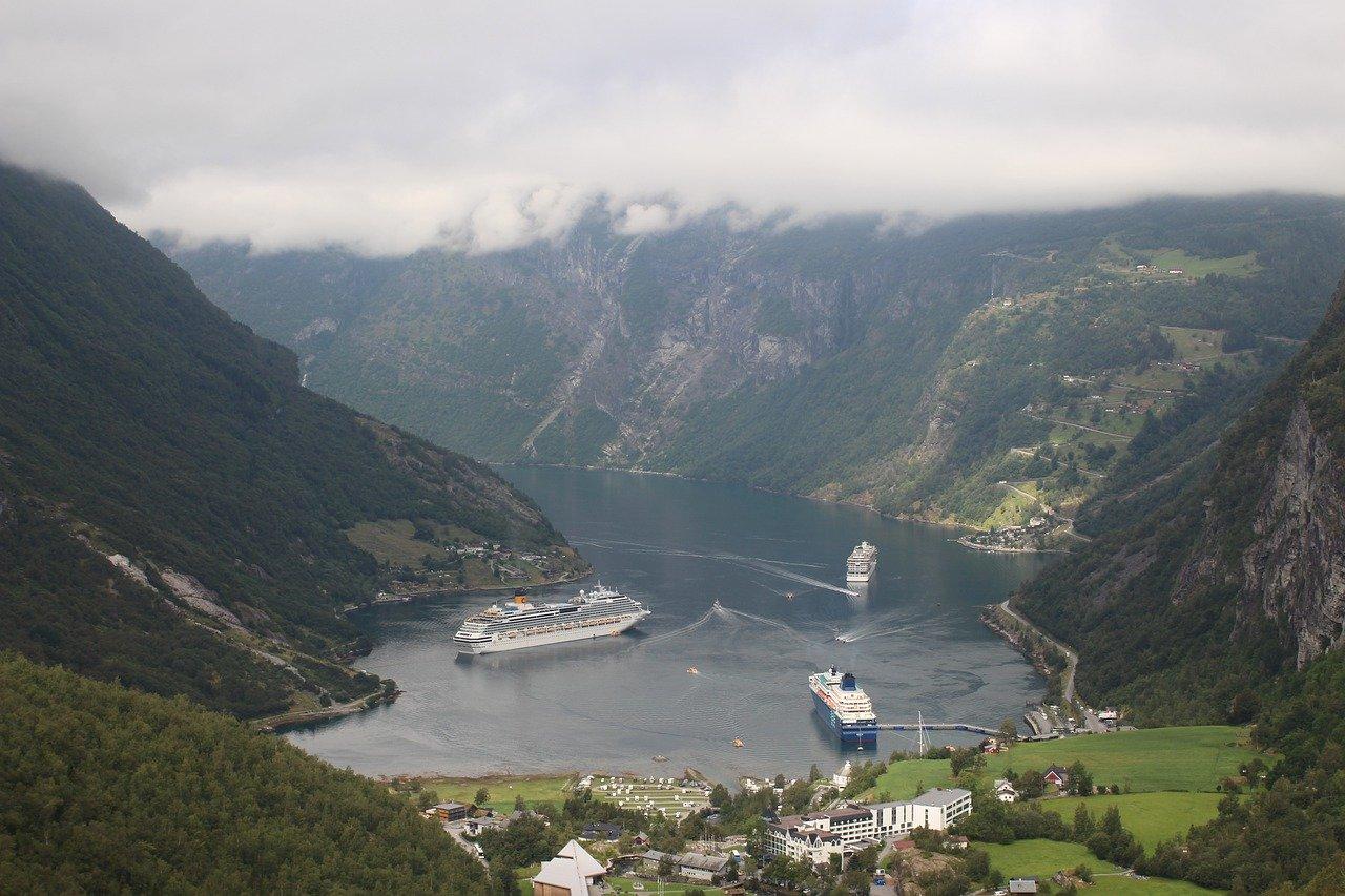Cada día llegan varios cruceros a Geiranger