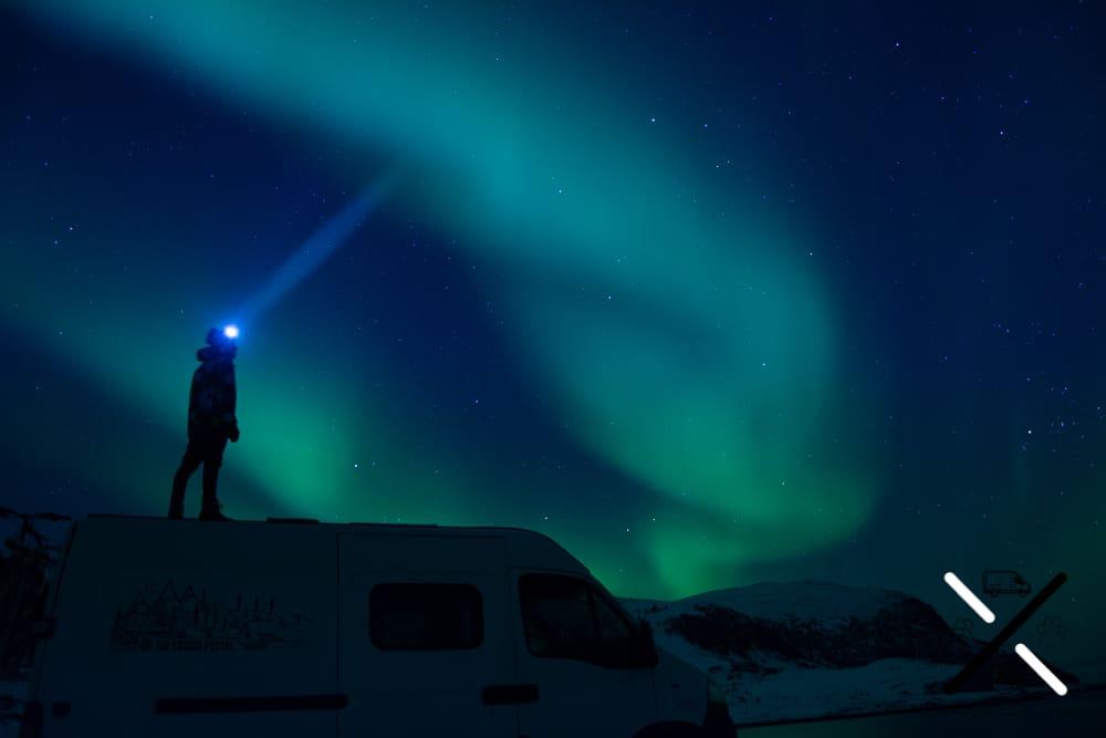Auroras boreales en furgo camper