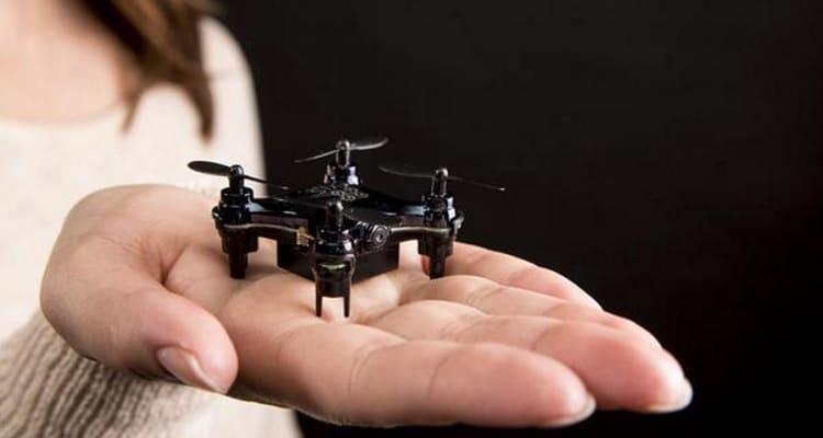 Los drones más pequeños caben en la palma de una mano