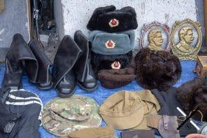 Artículos de la Unión Soviética en el mercadillo de Tblisi