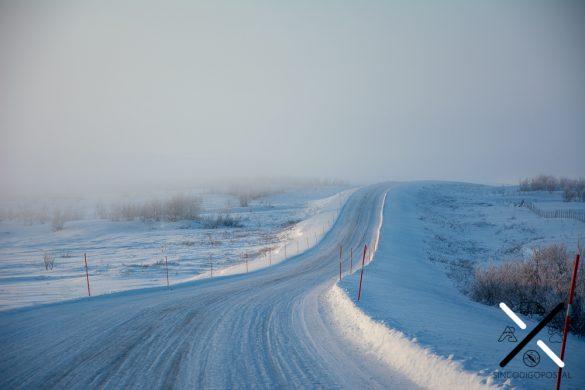 Carretera en invierno hacia Cabo Norte o NordKapp