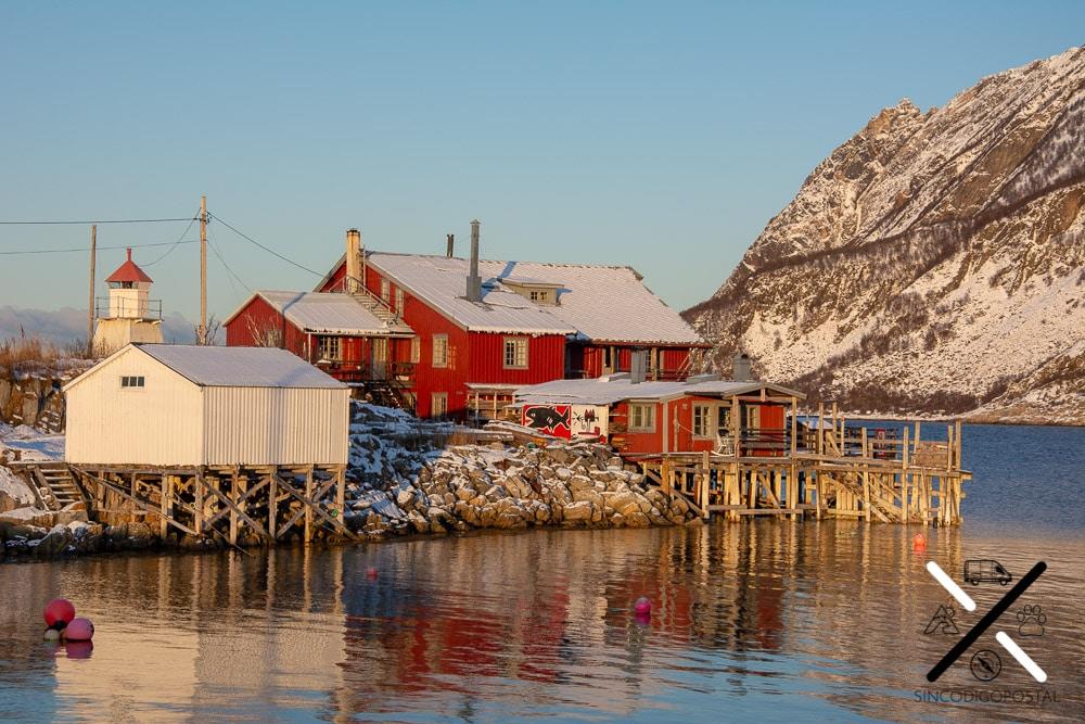 Construcción pesquera de madera en Kråkeslottet