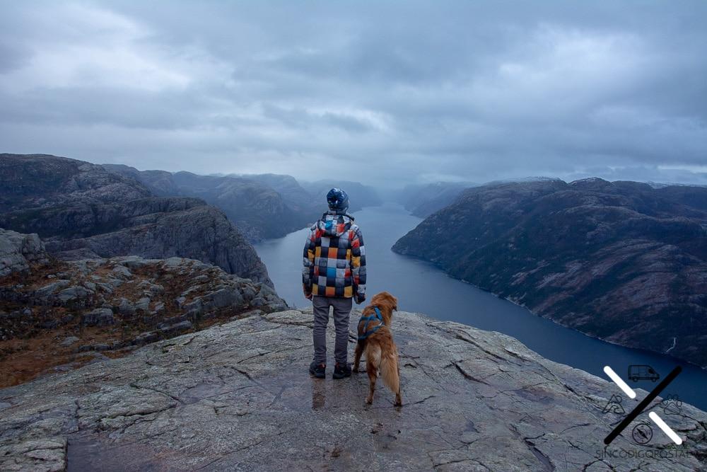 Hacer la ruta del Preikestolen con perro
