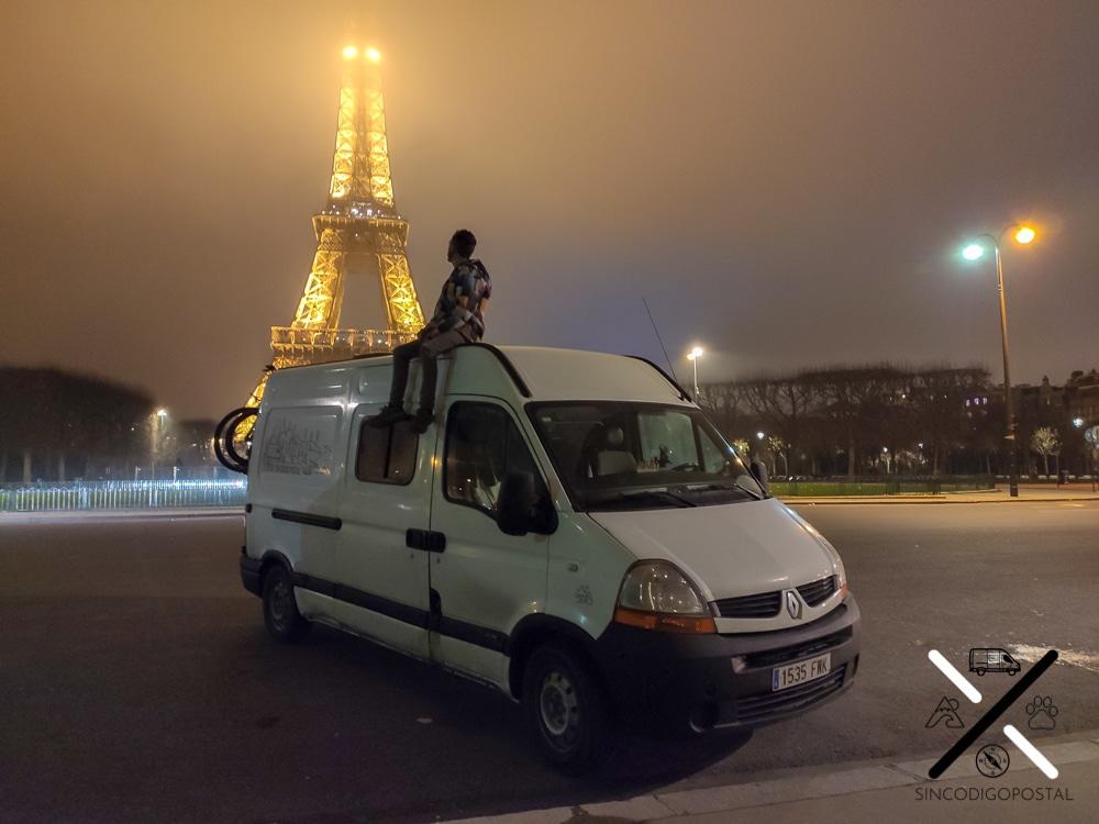 Este día cenamos con vistas a la Torre Eiffel :)