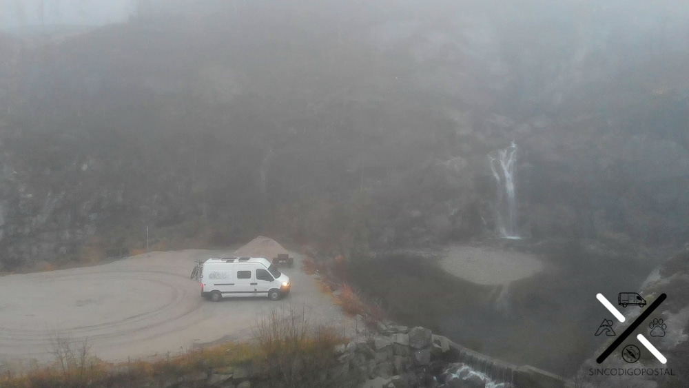 Él área con la cascada. Nosotros fuimos con niebla :(