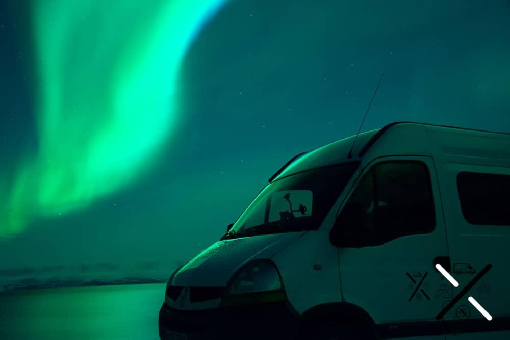 Aurora boreal en todos verdosos