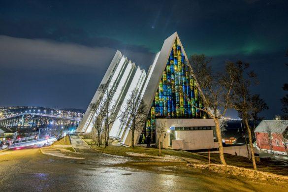 Vidriera de la Catedral del Ártico en Tromso
