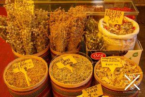 Las especias, los tes, condimentos y especias son protagonistas de todos los mercados de Estambul